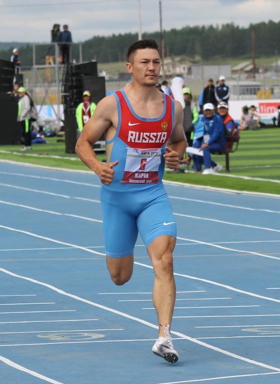 Жарин Михаил чемпион на 200 м и эстафете
