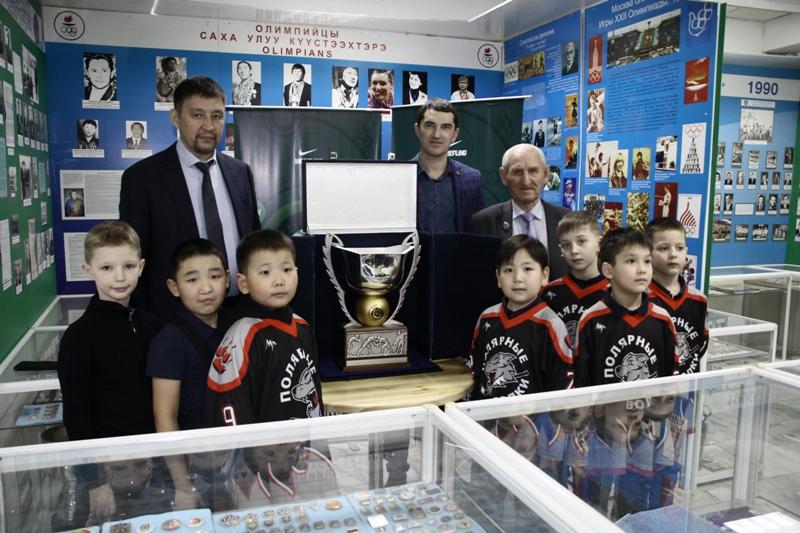 Кубок мира выставлен в Музее спорта Якутии